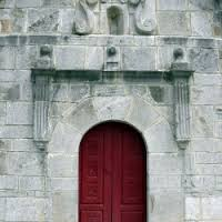 Resstauración de la portada de la iglesia de Carrea